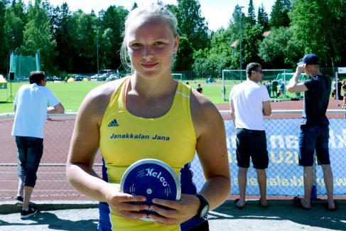 Sanni Kuparinen nuorten Ruotsi-otteluun